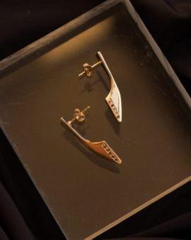 עגילי סנפיר זהב ויהלומים שחורים
