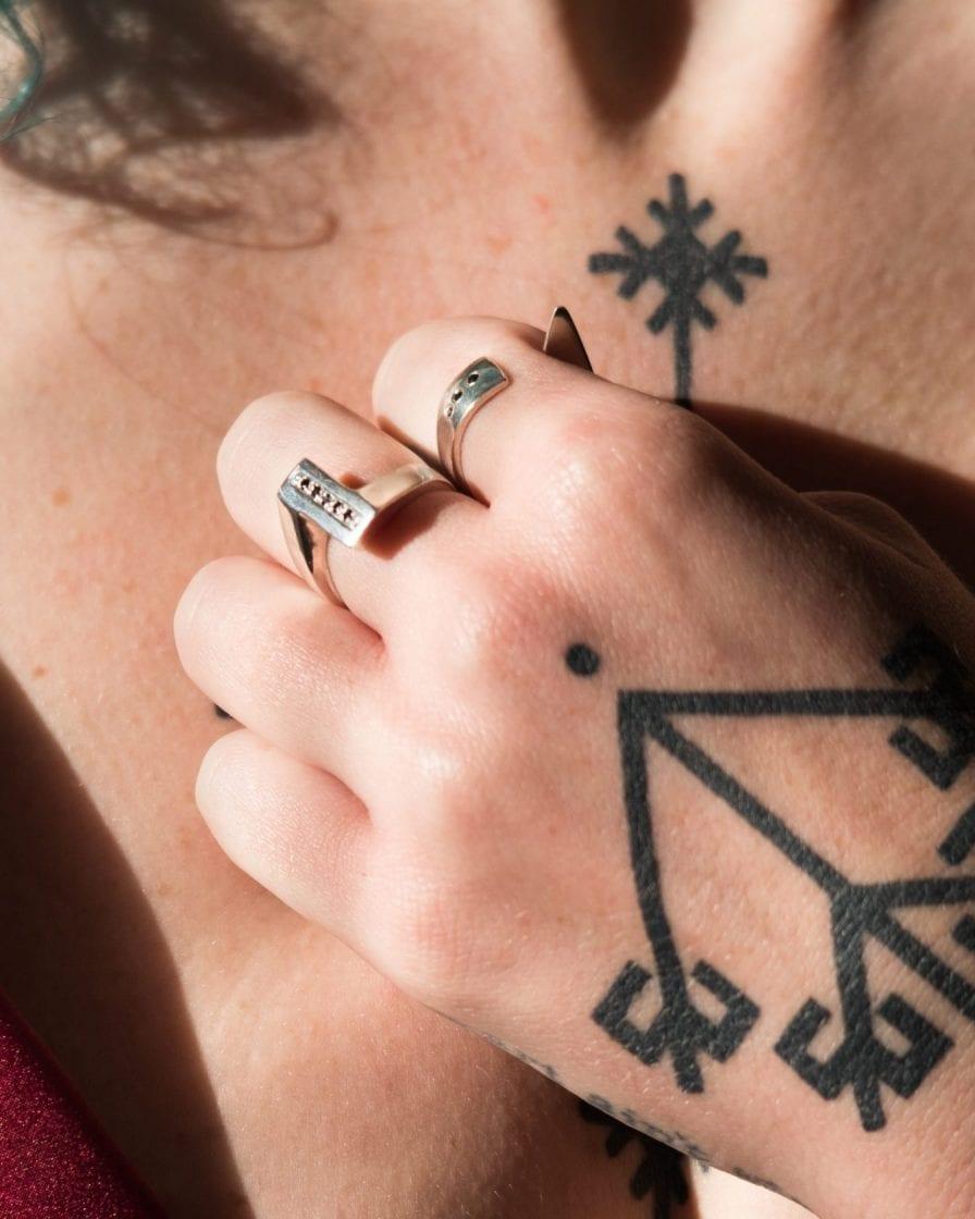 Black Diamonds Flipper Silver Ring